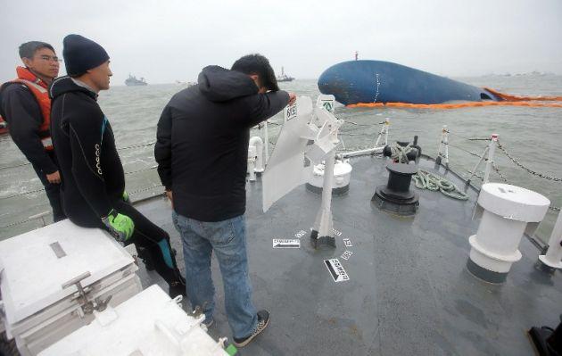 Confirman nueve muertos en hundimiento de ferry en Corea del Sur