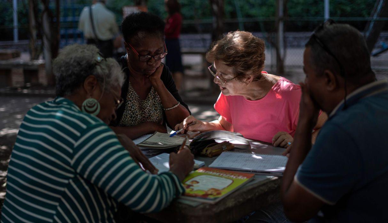 Brasil: Profesores ocupan las plazas de Río de Janeiro con clases totalmente gratis | FOTOS