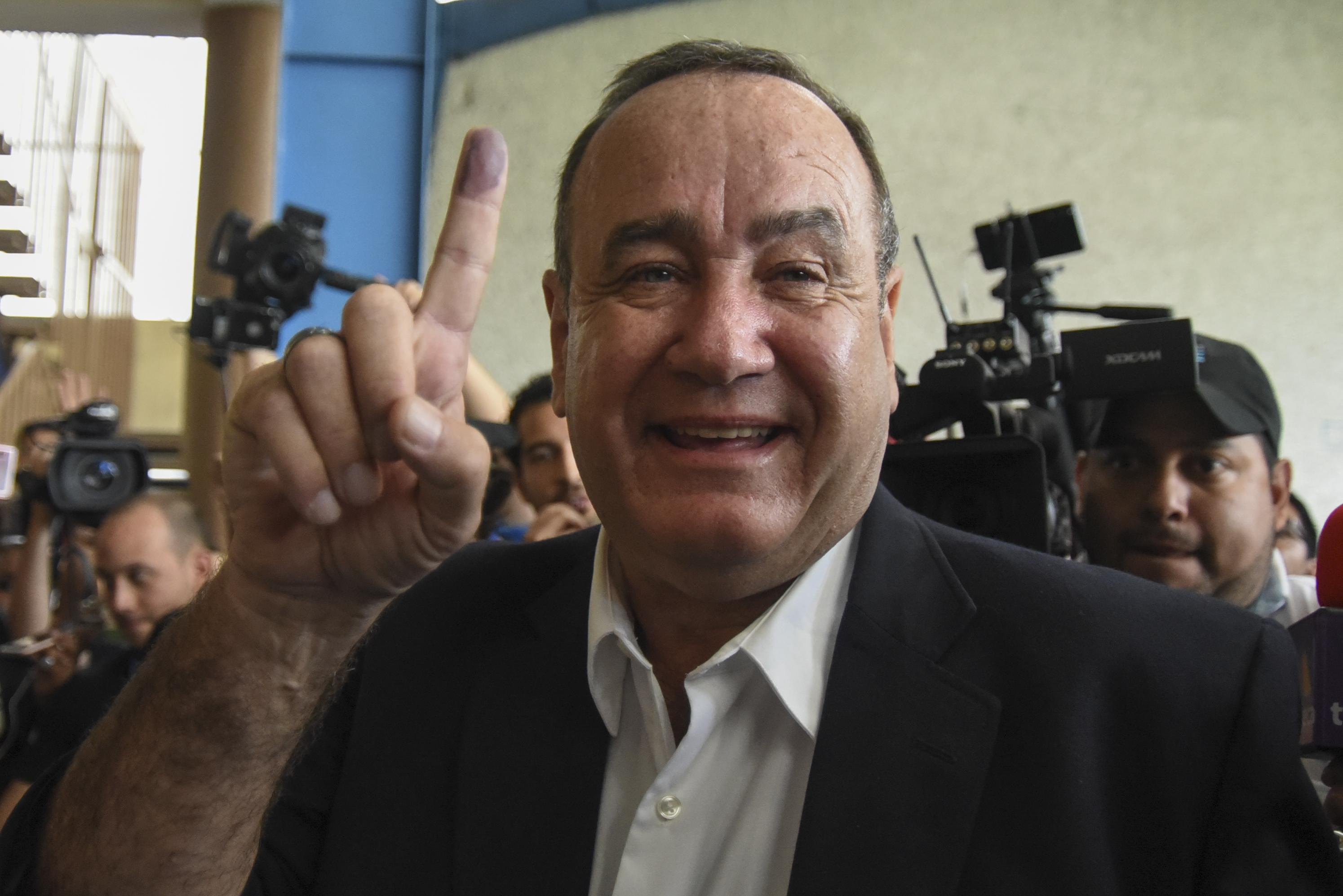 Alejandro Giammattei cree que pasará a una segunda vuelta electoral. (Foto: AFP)