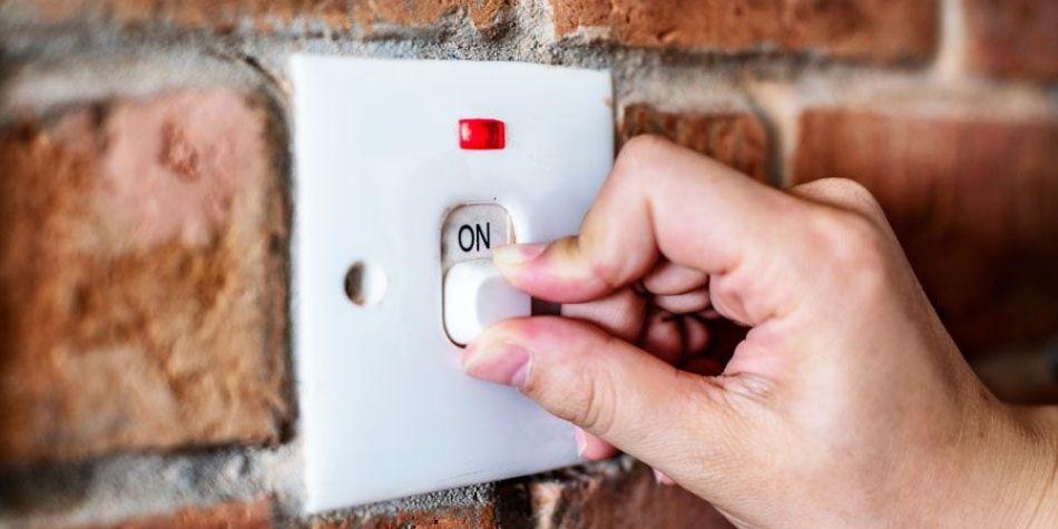 8 consejos para ahorrar energía eléctrica en el hogar durante el verano