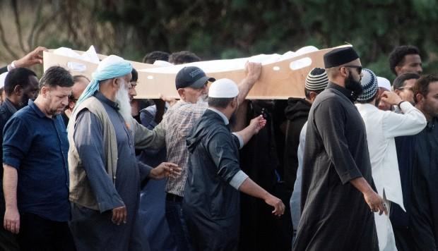 Entierran a dos refugiados sirios en primeros funerales tras masacre en Nueva Zelanda
