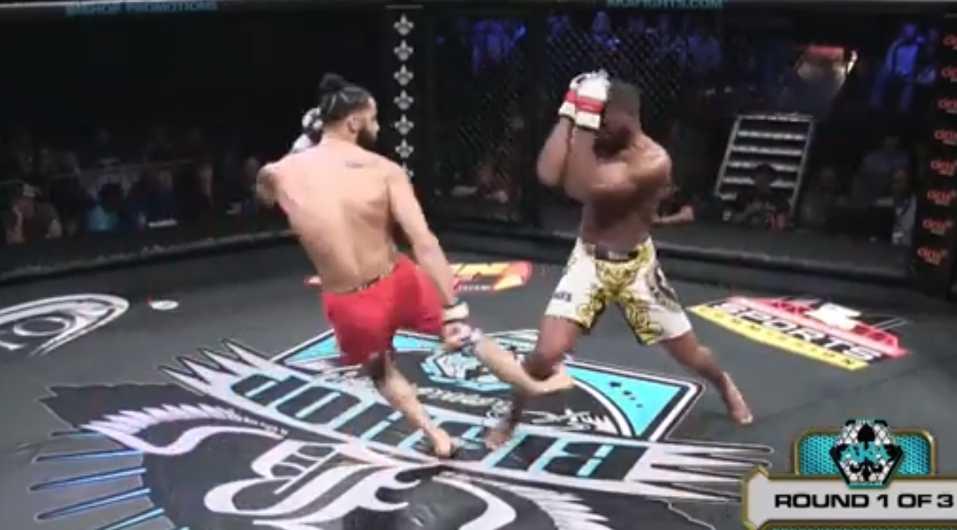 Luchador de artes marciales mixtas se rompe la pierna igual que Anderson Silva   VIDEO