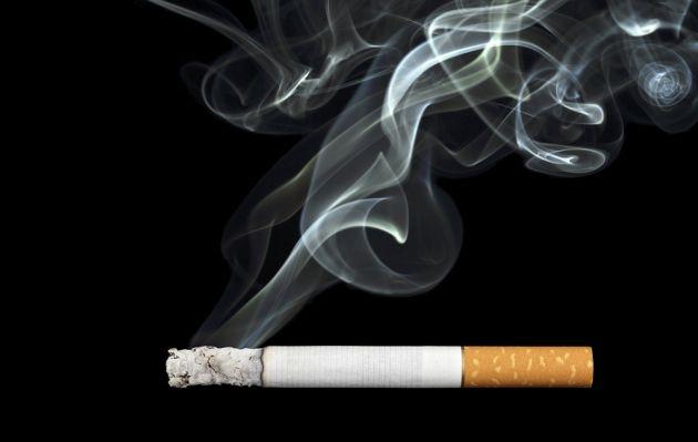 Salud: humo del cigarro puede dejarte sordo