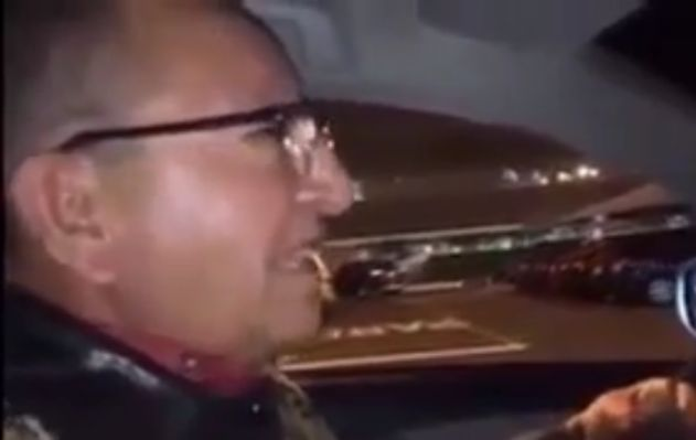 Taxista asusta a trabajadora con ratón de mentira para no pagar estacionamiento