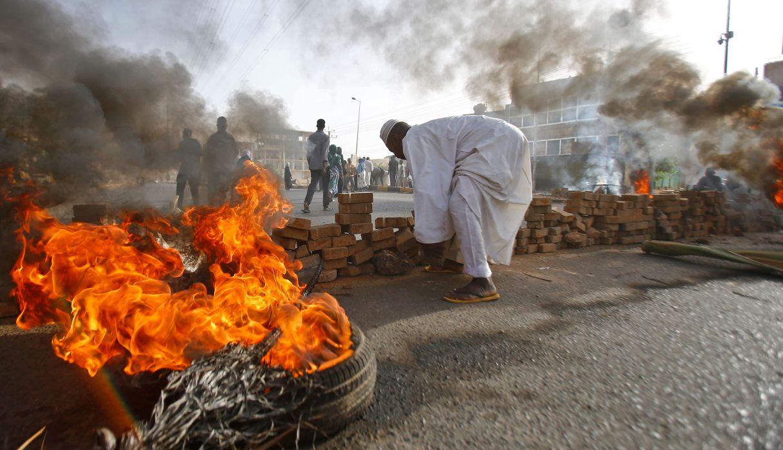 Al menos trece muertos deja desalojo en zona de protesta en Sudán   FOTOS