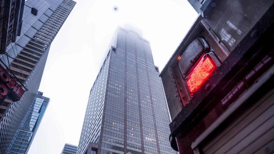 Las primeras imágenes del helicóptero que se estrelló contra rascacielos en Manhattan | FOTOS