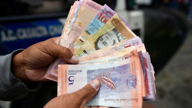 Bancos venezolanos comienzan a guardar dólares en medio de liberalización  de Maduro | MUNDO | GESTIÓN