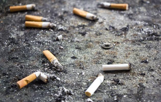 París multa a quienes tiren colillas de cigarro a la calle