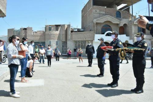 Lambayeque: familiares de policía fallecido por COVID-19 recibieron sus cenizas en emotiva despedida   FOTOS