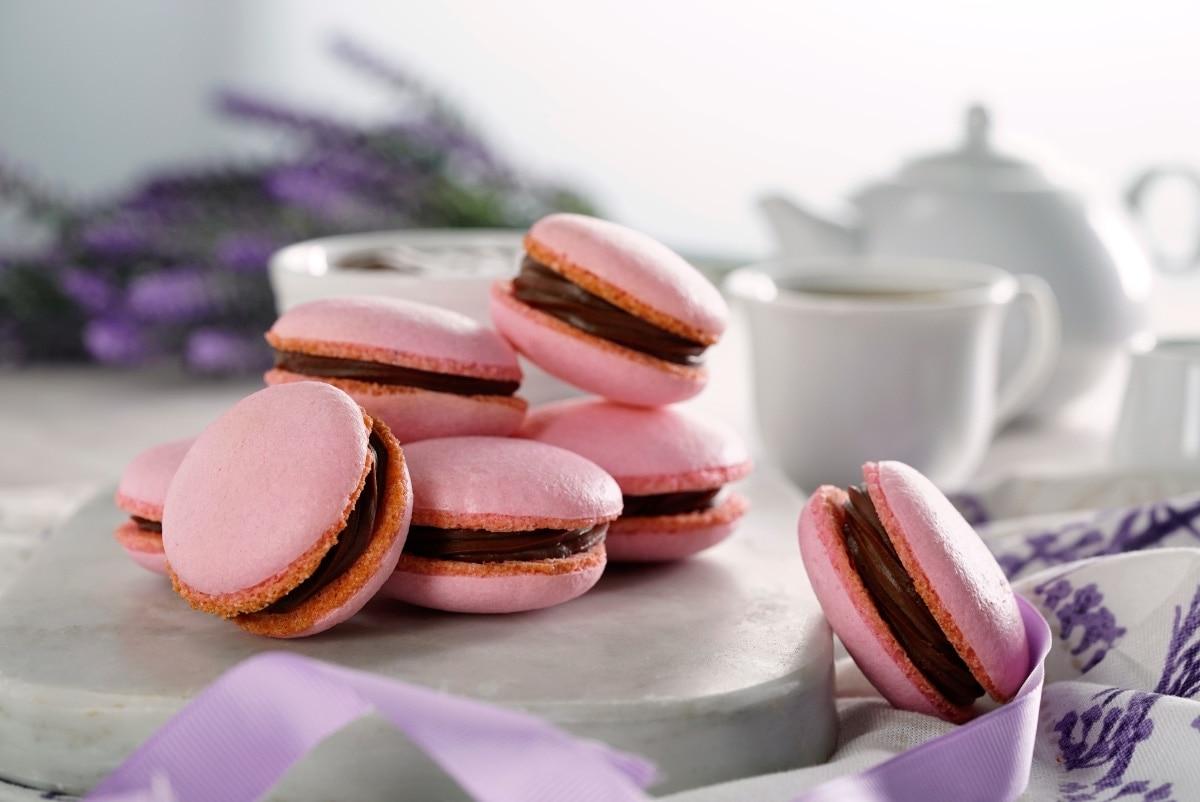 Macarrones rellenos con chocolate, un bocadito francés que te sorprenderá | RECETA y VIDEO