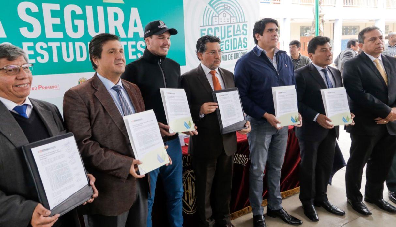 Lima: Ocho municipios implementarán plan para evitar consumo de droga por parte de escolares