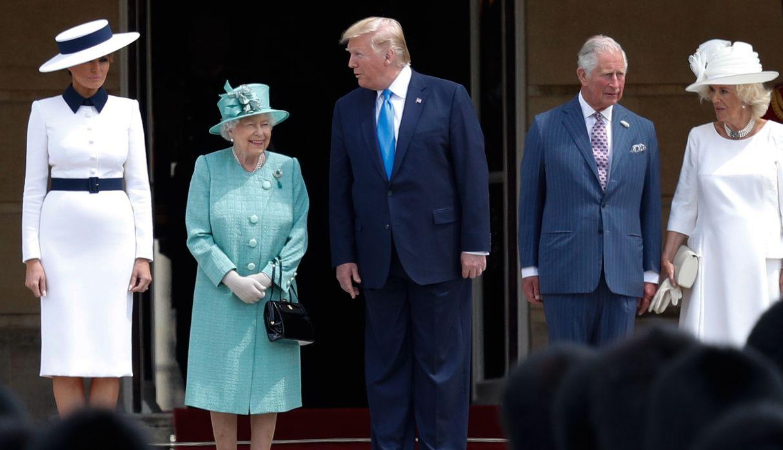 Reina Isabel II recibe a Trump en el palacio de Buckingham   FOTOS