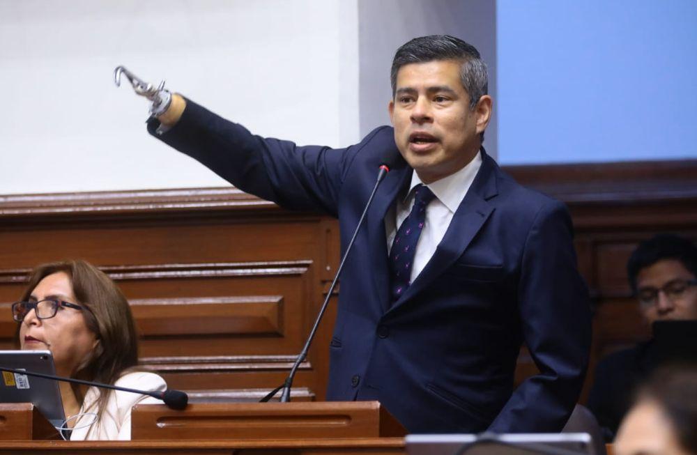 """Daniel Salaverry llamó """"Sr. Hinostroza"""" a Luis Galarreta, luego de que lo llamara """"presidente Vizcarra"""""""