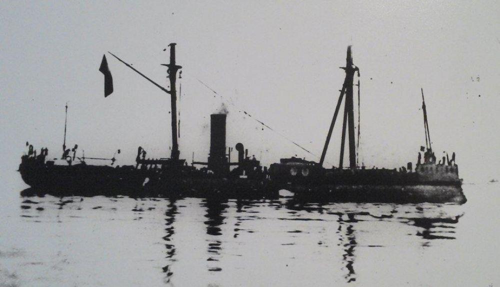 El monitor Huáscar con pabellón peruano en 1879. (Instituto de Estudios Históricos Marítimos del Perú)