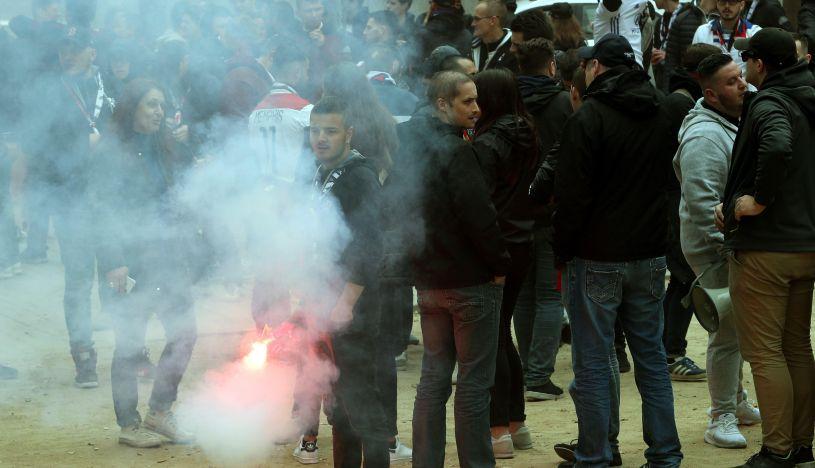 Enfrentamientos entre hinchas del Barcelona y Lyon dejan 10 heridos y 5 detenidos