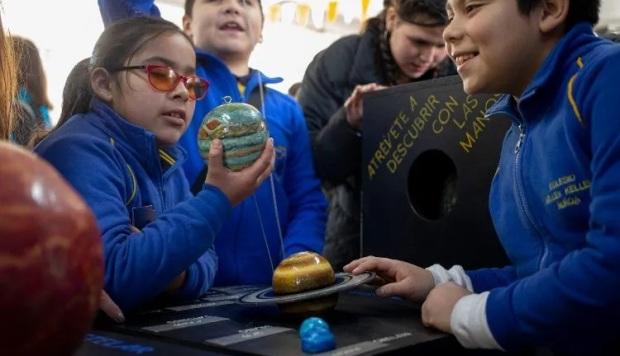 """Miguel Roth, astrónomo del Telescopio de Magallanes, dijo a The Associated Press que """"la idea de poder hacer divulgación inclusiva es fundamental"""". (Foto: AP)"""